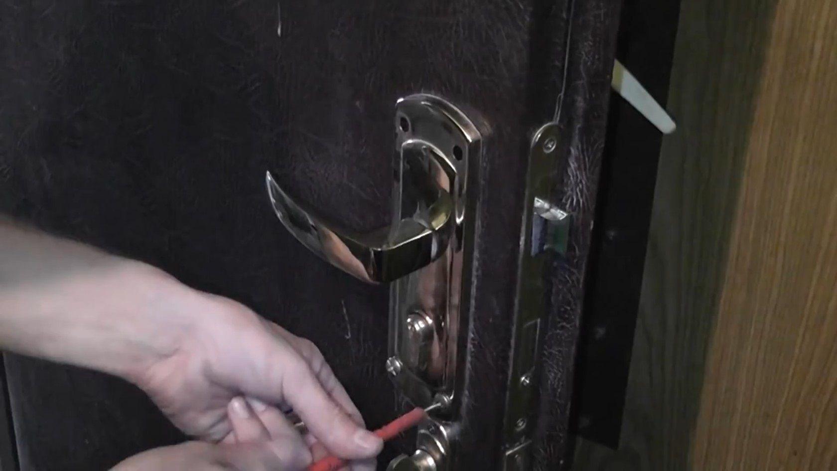 Замена замка в китайской металлической двери своими руками